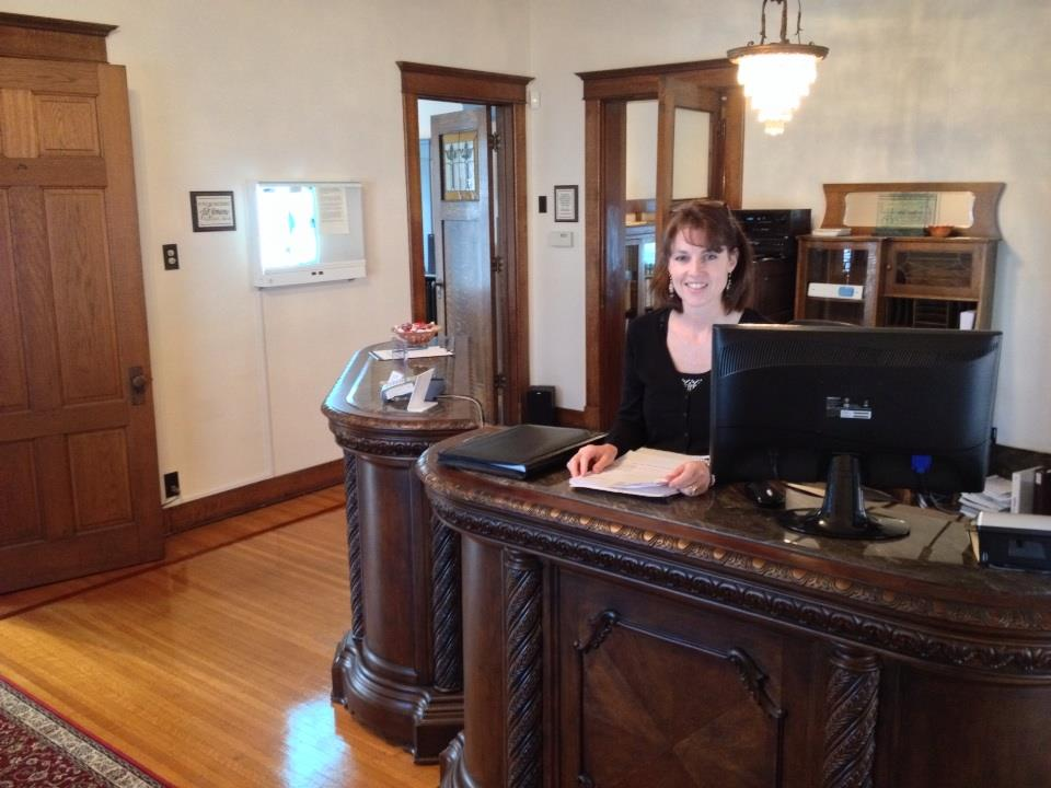 chiropractor noblesville in front desk